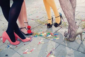 Apprendre a marcher avec des talons Les Feetardes