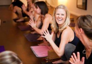 atelier yoga du rire evjf anniversaire les feetardes