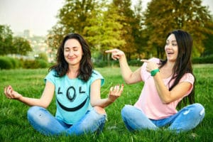 atelier yoga du rire annecy les feetardes